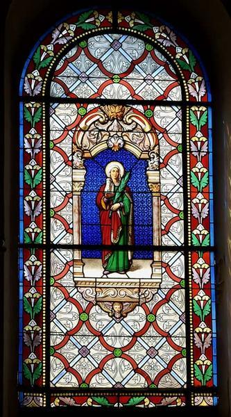 vitrail gauche du choeur : Sainte Barbe portant une tour et la palme du martyre