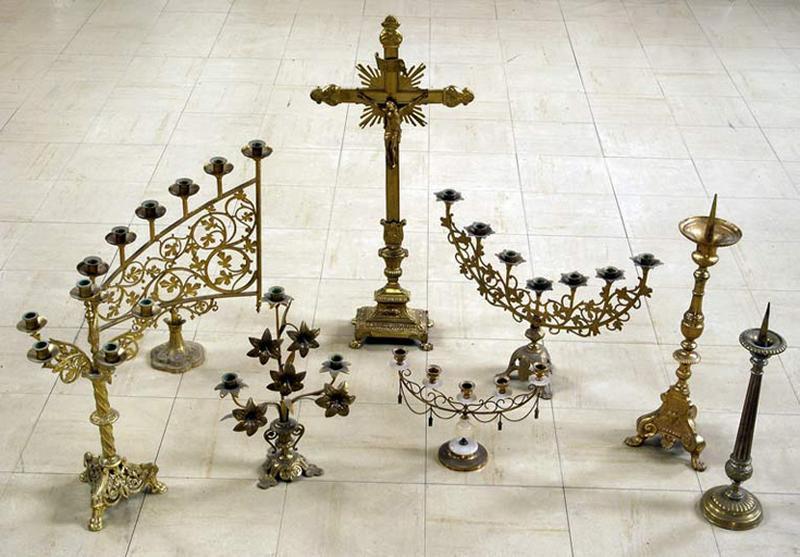 croix d'autel et chandeliers