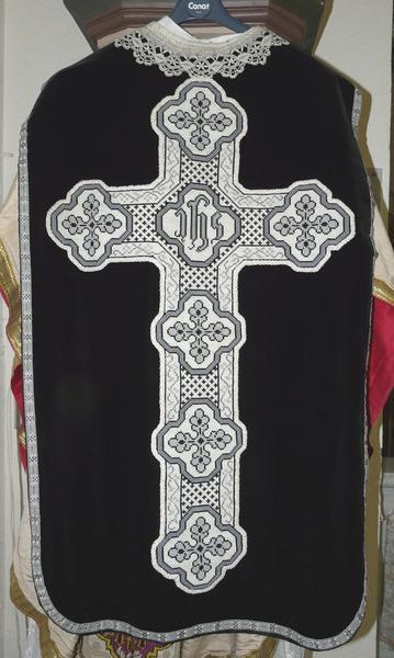 chasuble, étole, voile de calice (ornement noir No 1)