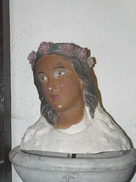 fragment de statue : Sainte non identifiée