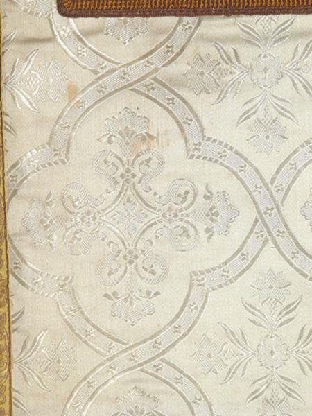 chasuble, étole, manipule, bourse de corporal, voile de calice (ornement blanc No 5)