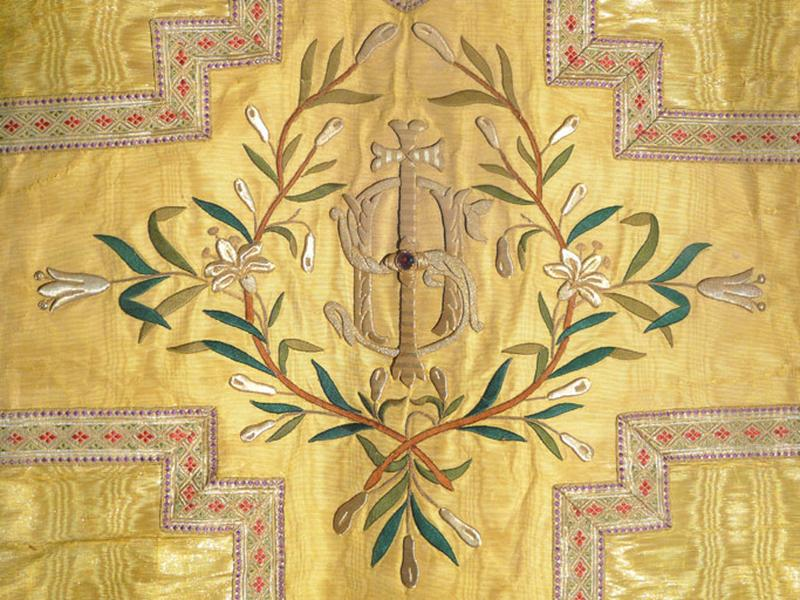 chasuble, étole, manipule, voile de calice (ornement doré No 1)