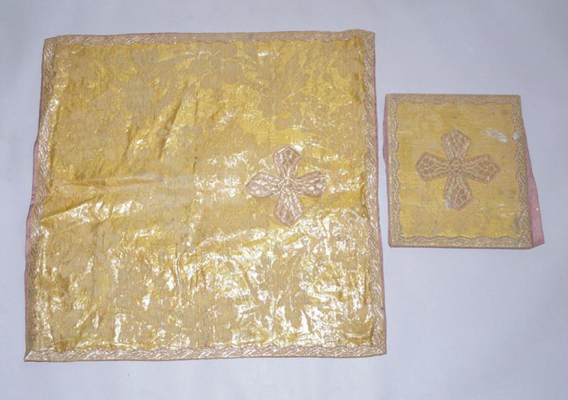 bourse de corporal, voile de calice (ornement doré) No 2