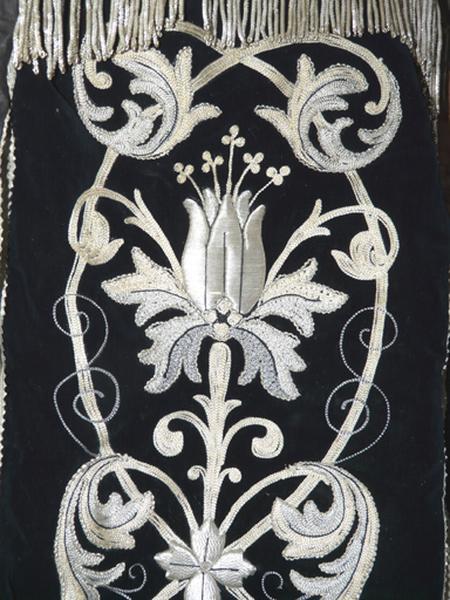 chape (ornement noir)