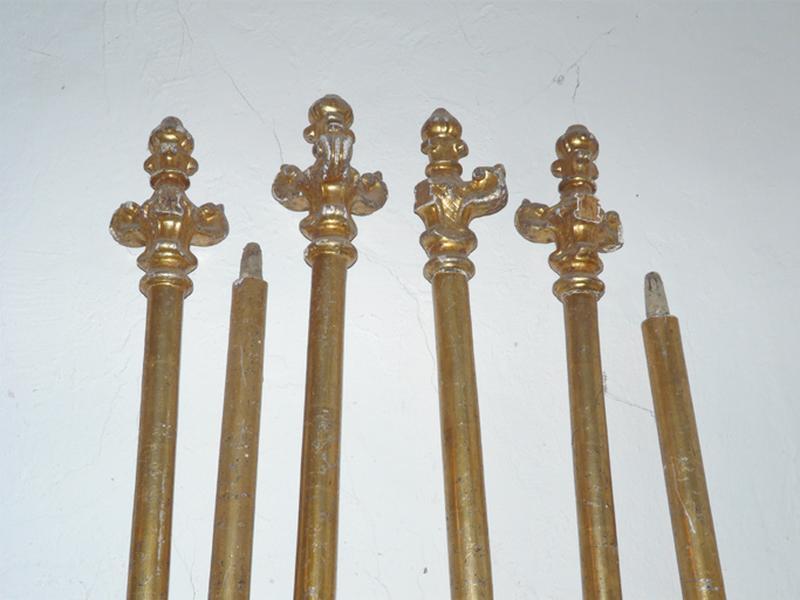 ensemble de dix bâtons de procession