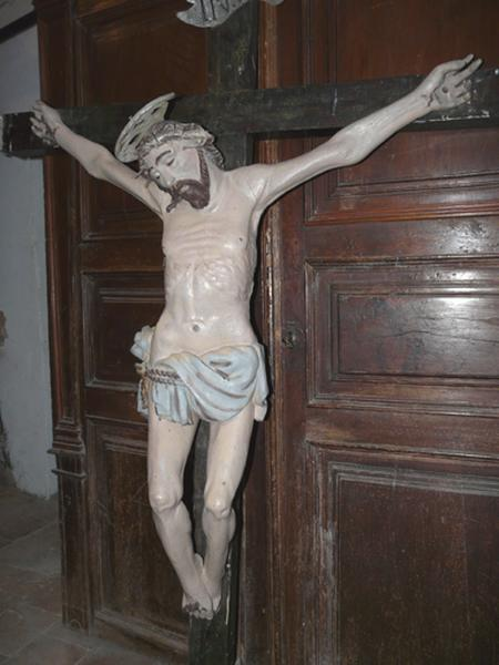 statue (petite nature) : Christ en croix (No 5)
