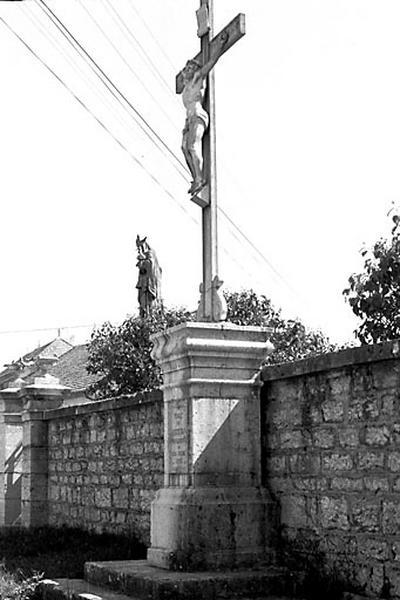 croix monumentale (croix de mission)