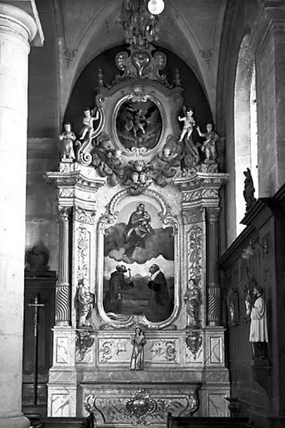 2 autels, 2 retables, 2 gradins d'autel, 2 tableaux (2 autels secondaires)