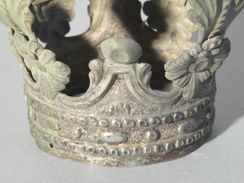 ensemble de deux couronnes de la statue de la Vierge à l'Enfant