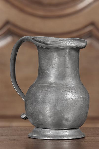 ensemble de 6 pots à eau (n° d'inventaire 88.145 à 150)