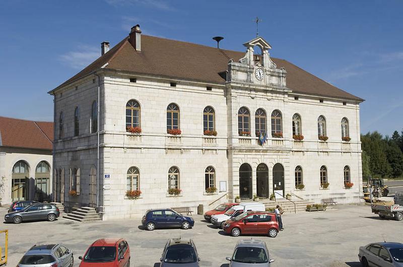 mairie, justice de paix, halle, école