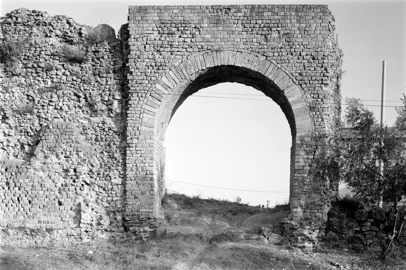 aqueduc : arche et rempart