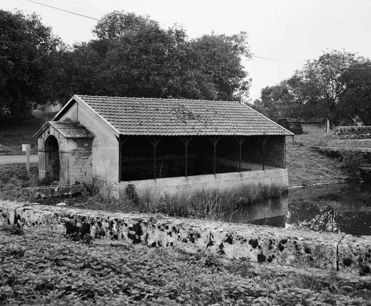lavoir, fontaine et abreuvoir (activités liées au canal de Bourgogne)