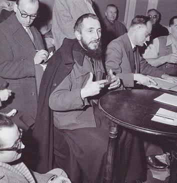 l'Abbé Pierre en 1954 © Delius / Leemage