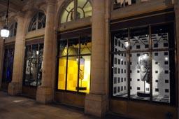 Carte Blanche au créateur Dries Van Noten dans les vitrines du ministère de la Culture et de la Communication au Palais Royal