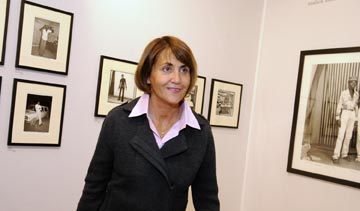 Christine Albanel se rend au Salon Paris-Photo