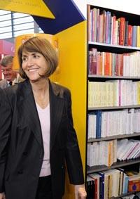 Légende : Christine Albanel au salon du livre 2009